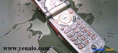 Điện thoại rơi vào nước thì phải làm sao?
